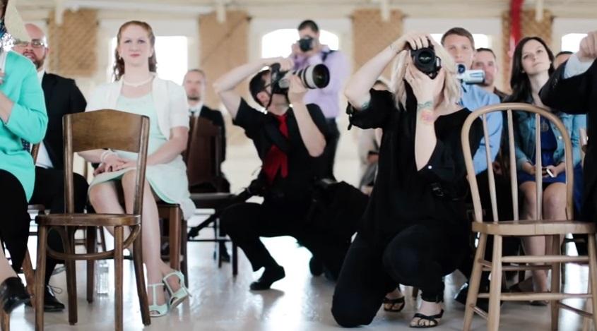 O nunta si 50 de fotografi